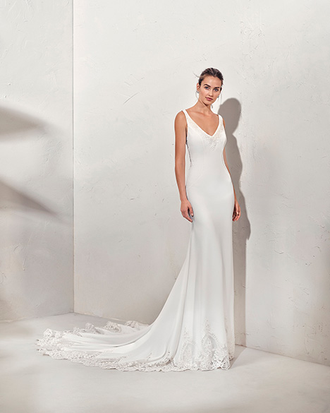FAYNA (3N115) Wedding dress by Adriana Alier