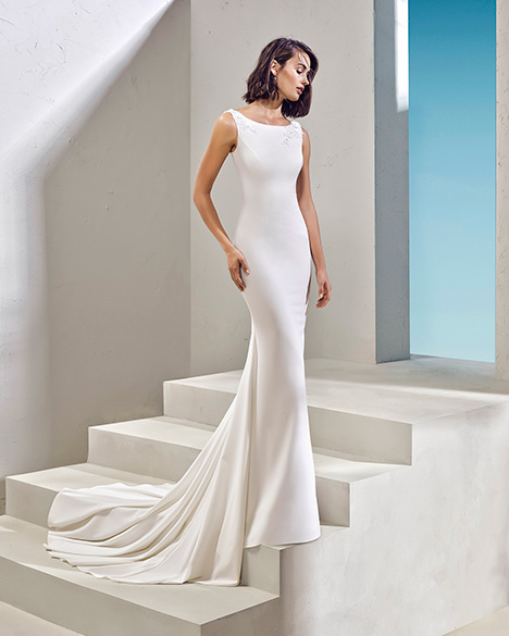 FESTON (3N126) Wedding                                          dress by Adriana Alier