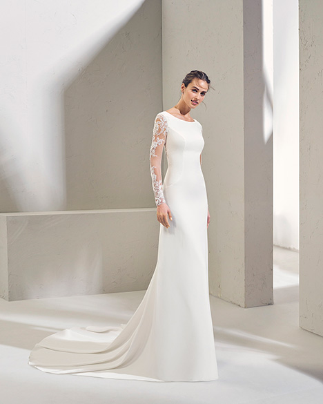 FIBULA (3N127) Wedding                                          dress by Adriana Alier
