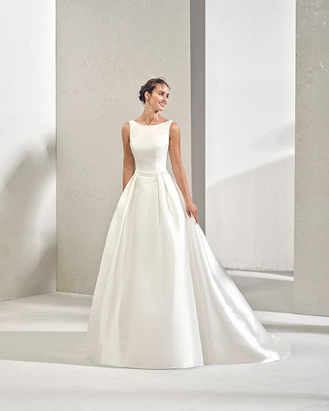 FIRMA (3N137) Wedding dress by Adriana Alier