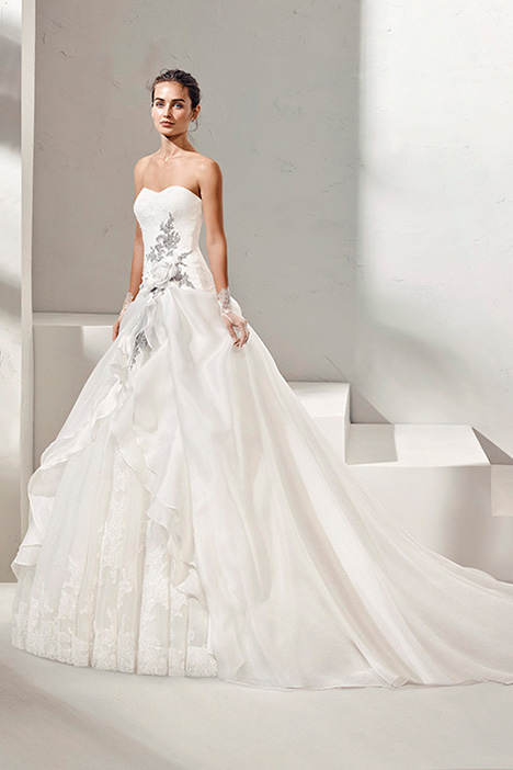 FORMULA (3N142) Wedding                                          dress by Adriana Alier