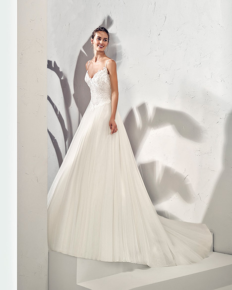 FRAGA (3N145) Wedding                                          dress by Adriana Alier