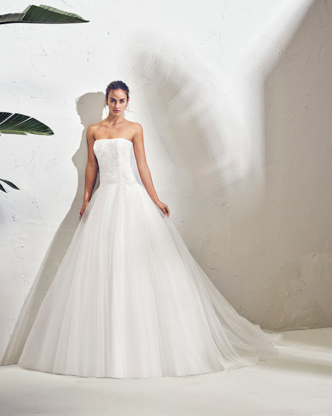 FREYA (3N153) Wedding                                          dress by Adriana Alier