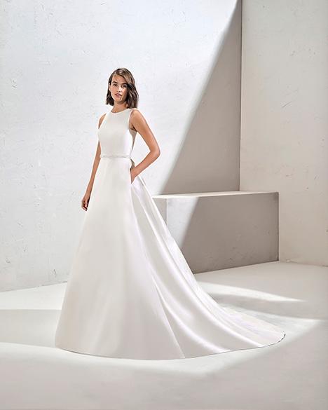 FUENTE (3N160) Wedding                                          dress by Adriana Alier