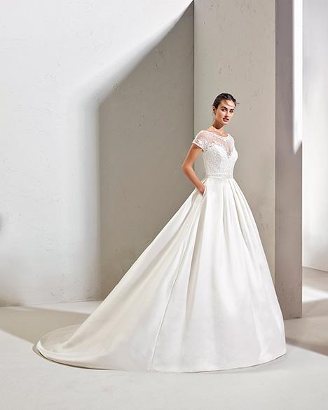 FURIA (3N168) Wedding dress by Adriana Alier