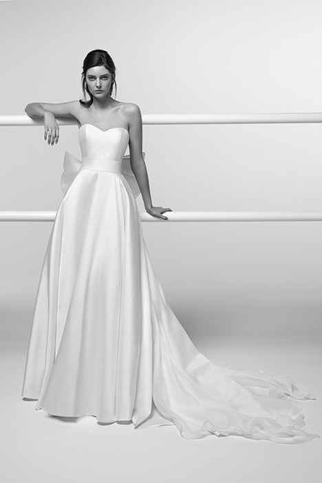 ARAB19714 Wedding                                          dress by Alessandra Rinaudo