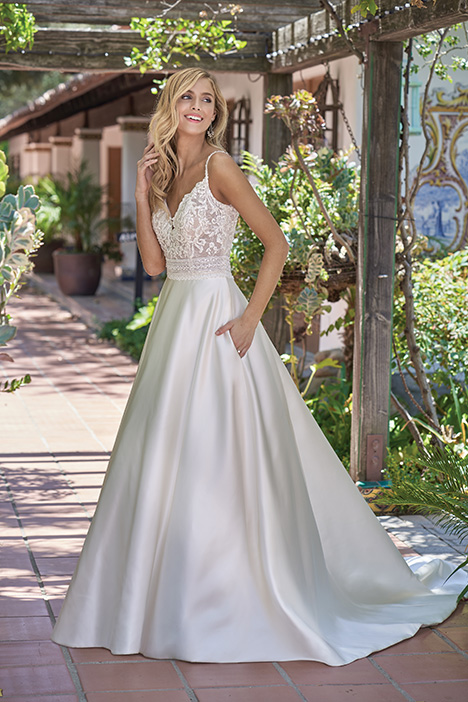 F211004 Wedding dress by Jasmine Collection