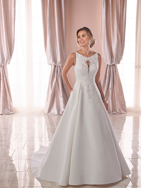 6825 Wedding                                          dress by Stella York