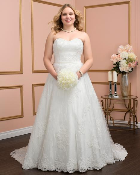 8027w Wedding                                          dress by Romantic Bridals: Curvy Bride