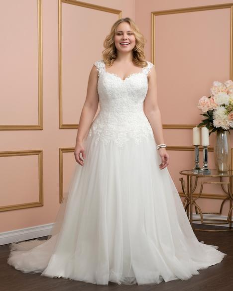 8029w Wedding                                          dress by Romantic Bridals: Curvy Bride
