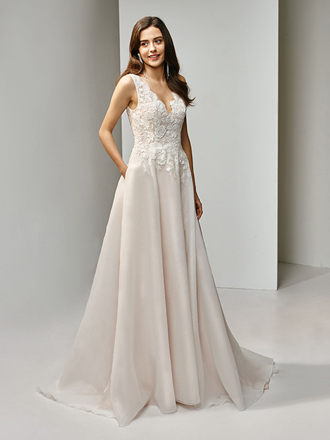 BT19-22 Wedding                                          dress by Enzoani Beautiful Bridal