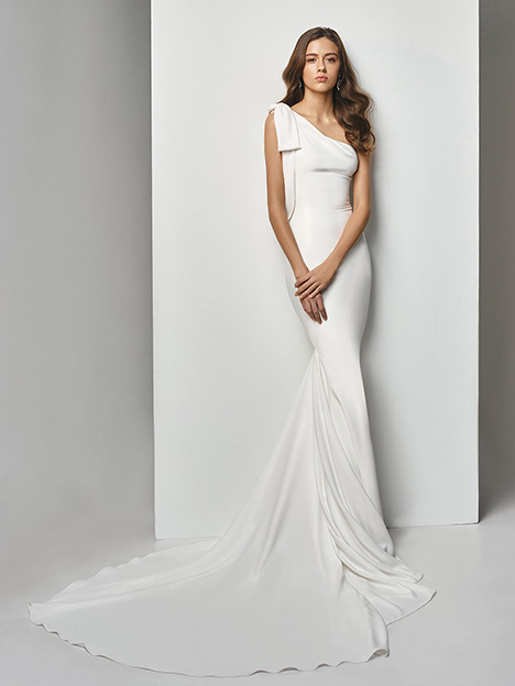 BT19-06 Wedding dress by Enzoani Beautiful Bridal