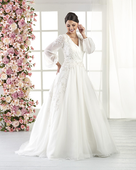 818 Wedding dress by Bonny Bridal