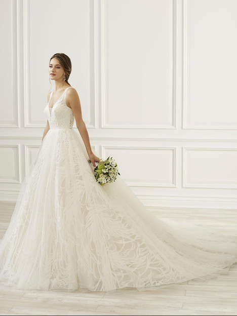 31095 Wedding dress by Adrianna Papell