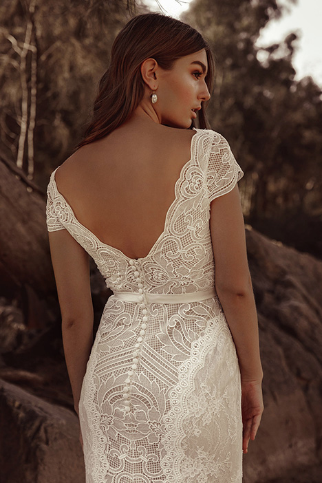 WA 6094 Detail Wedding                                          dress by White April