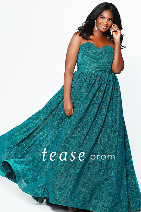 TE 1937 Emerald gown from the 2019 Tease Prom+ collection, as seen on dressfinder.ca