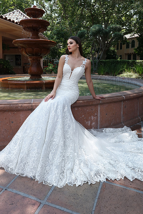 13211 gown from the 2019 Cristiano Lucci collection, as seen on dressfinder.ca
